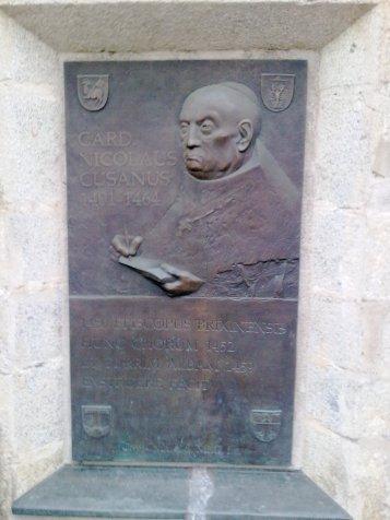 Bassorilievo raffigurante  Nicola Cusano - Bressanone (BZ)