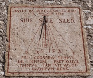 Orologio solare - Roccaporena (PG)